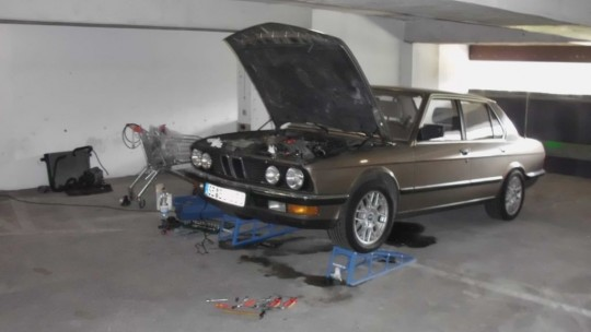 Working on a BMW E28 on a parking deck